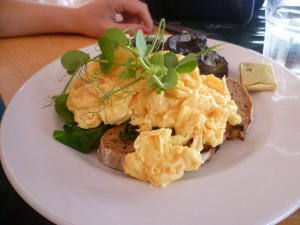 Scrambled Eggs with Spinach and Mushroom