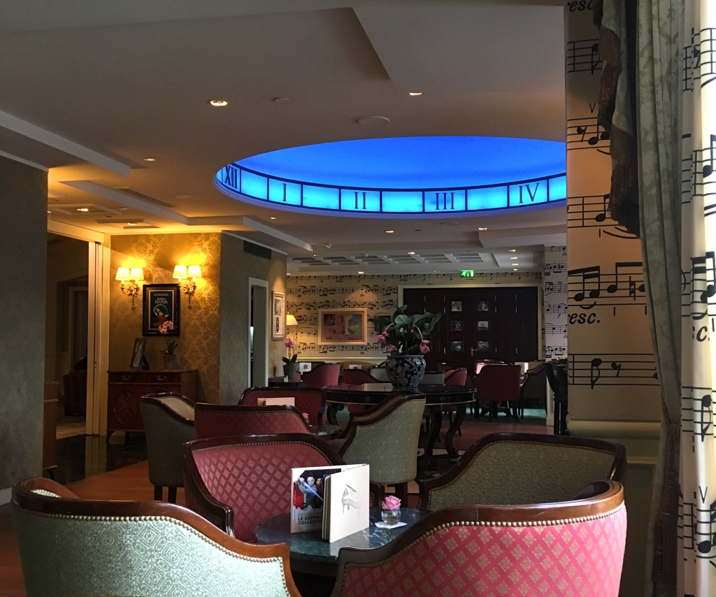 The Piano Bar at the Disneyland Hotel