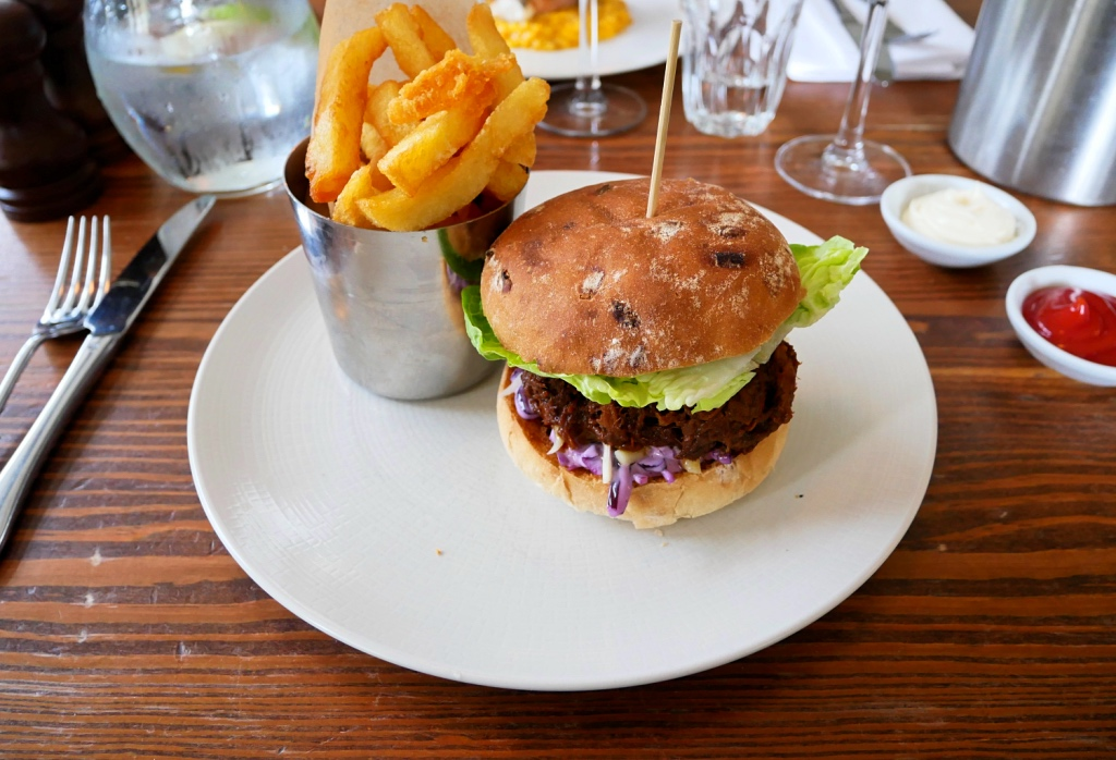 Pulled Pork Burger with Chips